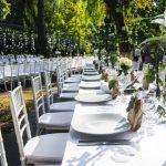 inchiriere scaune Chiavari pentru nunta in gradina