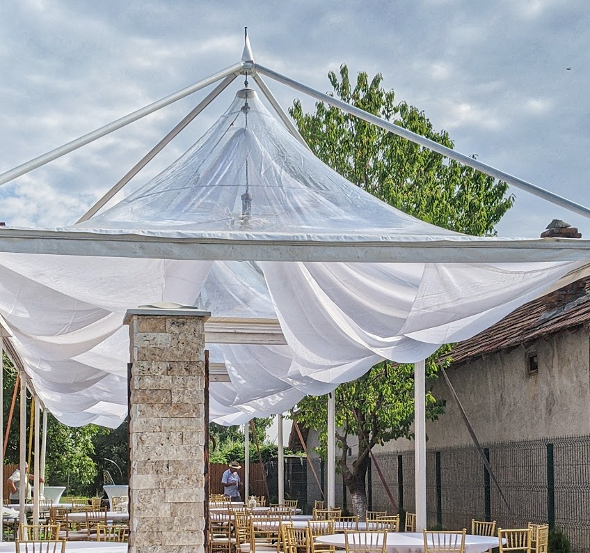 cort pagoda transparent nunta